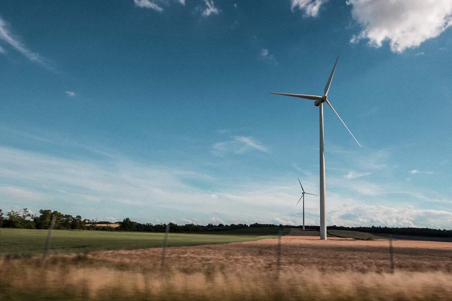 Endast hälften av all energi som används i Sverige kommer från förnybara energikällor. Energikontoret arbetar för att öka den andelen.